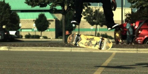 Skateology - Switch fs heelflip (1000fps slow mo)