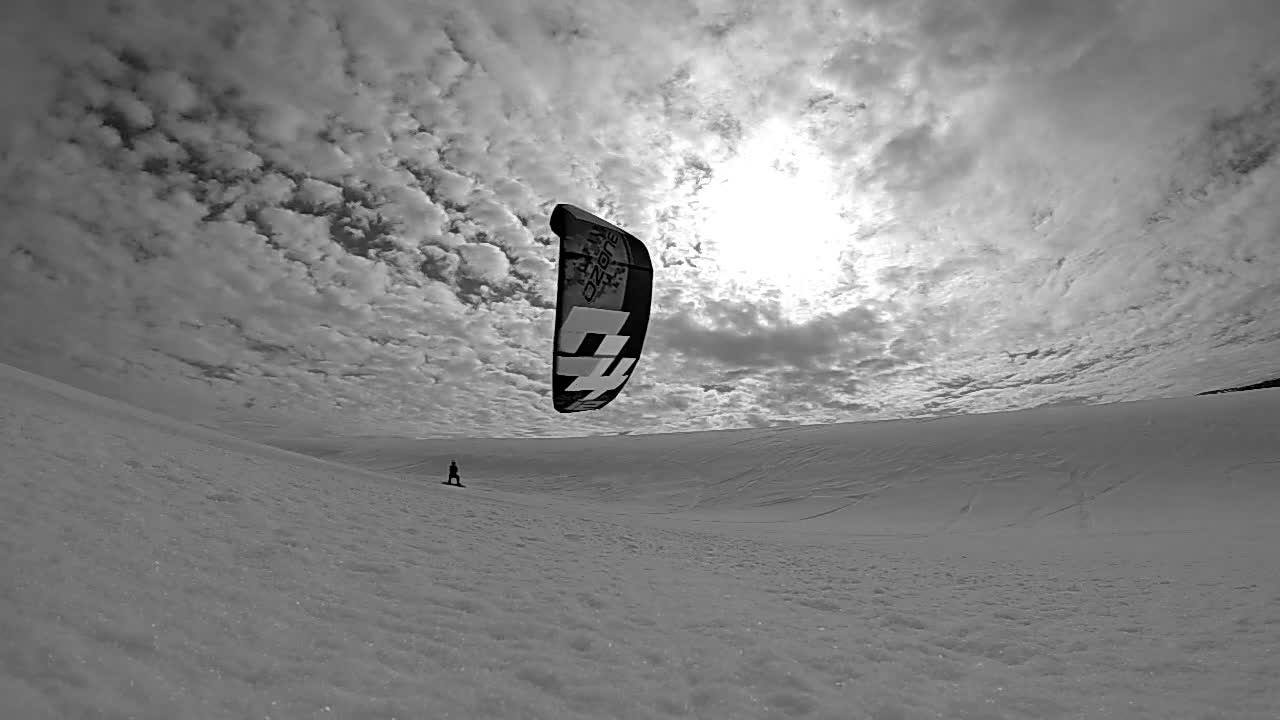 That Invisible Force - GoPro SNOWKITE NOIR ET BLANC - background