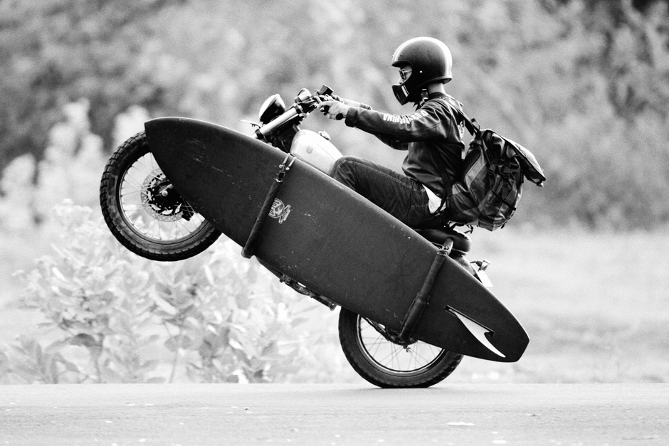 background moto-surf by Deus Ex Machina