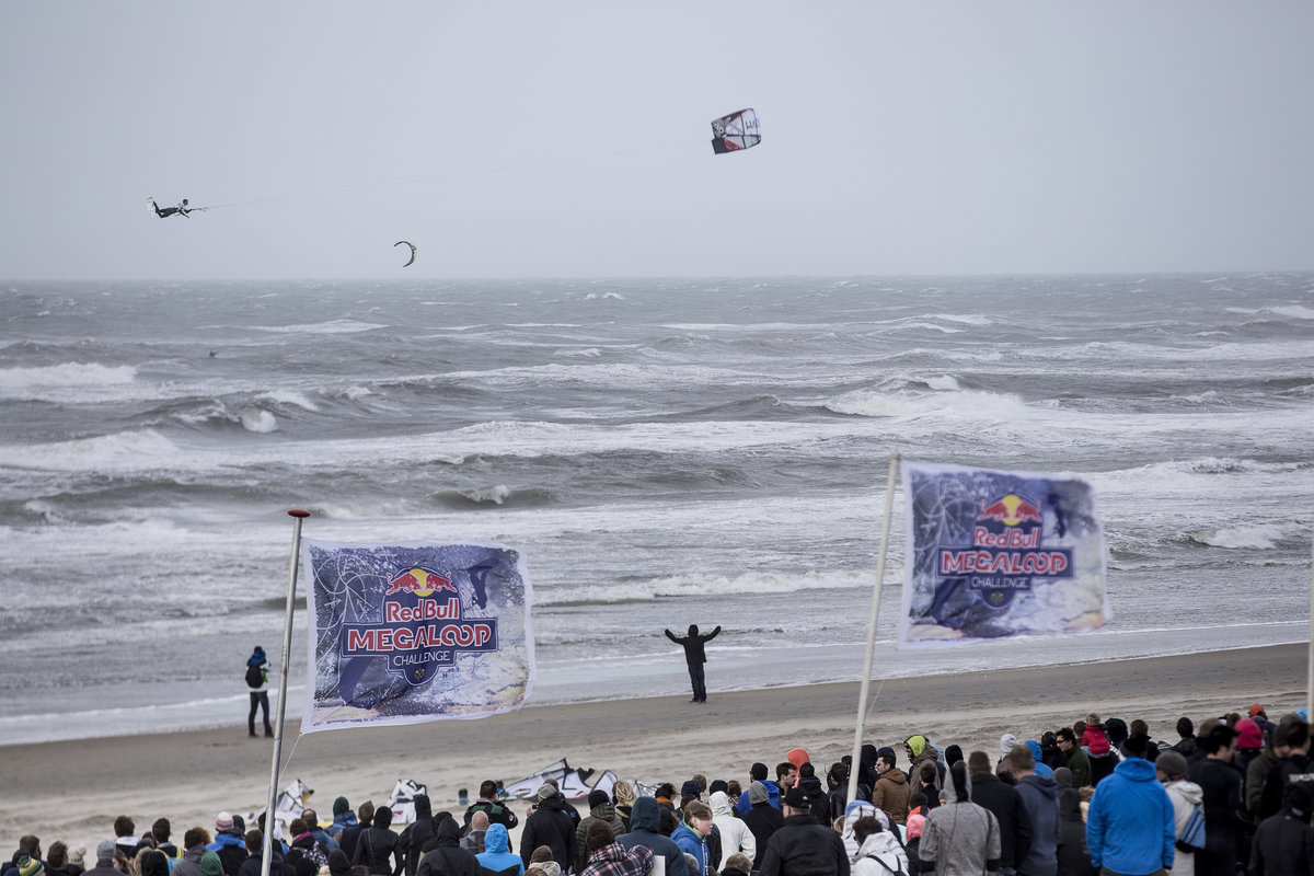 red-bull-megaloop-challenge-kitesurf-highlights background