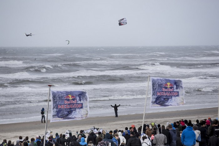 red-bull megaloop challenge kitesurf highlights